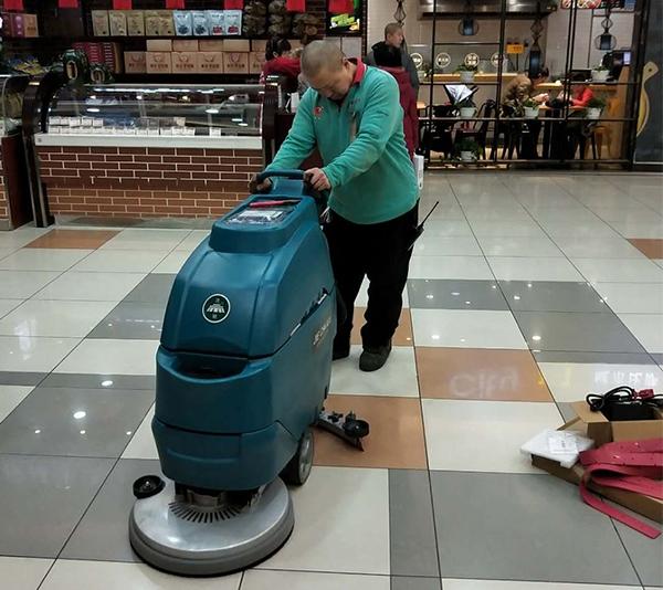 大型超市洗地机