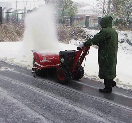 小型除雪机日渐代替人工清雪