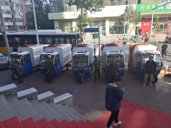 洁捷电动垃圾车开进哈尔滨